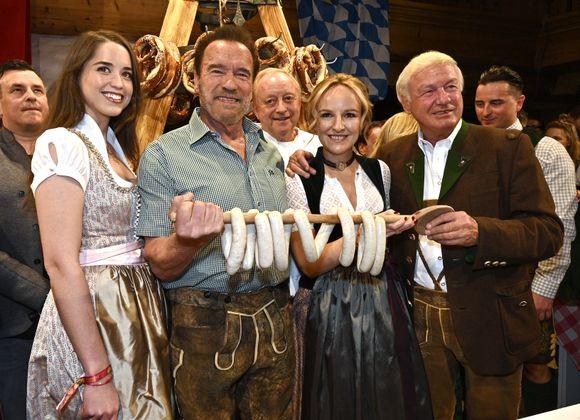 Christina Schwarzenegger, Arnold Schwarzenegger, Alfons Schubeck, Maria Hauser, Balthasar Hauser und Andreas Gabalier.