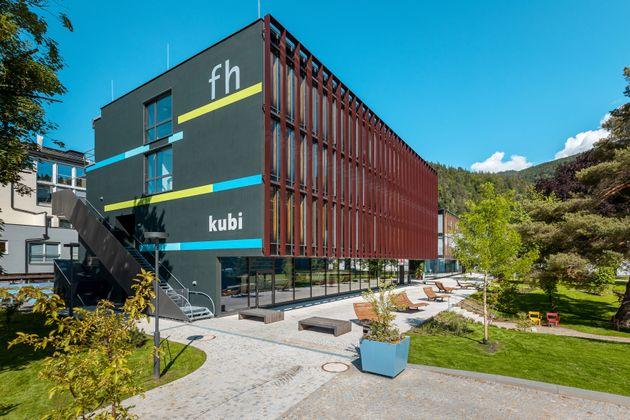 Die virtuellen Rundgänge durch das FH-Gebäude und Studentenheim bieten einen guten Einblick in den Hochschulalltag und das Leben am Campus.