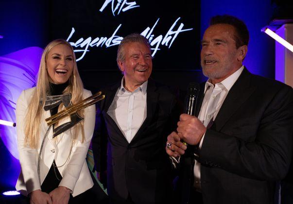 Der amerikanische Ski-Star Lindsay Vonn mit Trainerlegende Robert Trenkwalder und Arnold Schwarzenegger (r.) bei der Award-Verleihung.