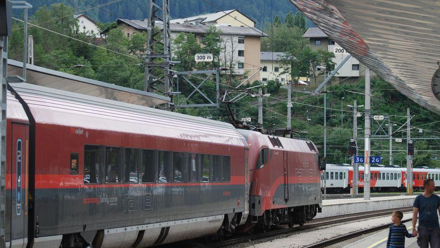 Bahnstrecke bei Landeck nach Murenabgang wieder frei