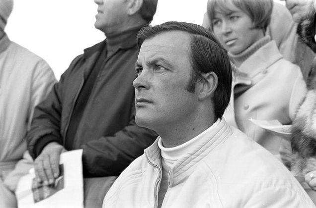 Der Superstar:  Toni Sailer, der Inbegriff des Kitzbüheler Ski-Sports. Der Jahrhundert-Sportler, dreifache Olympiasieger und siebenfache Weltmeister machte auch als Schauspieler und Sänger Karriere. Von 1986 bis 2006 war er Rennleiter am Hahnenkamm.