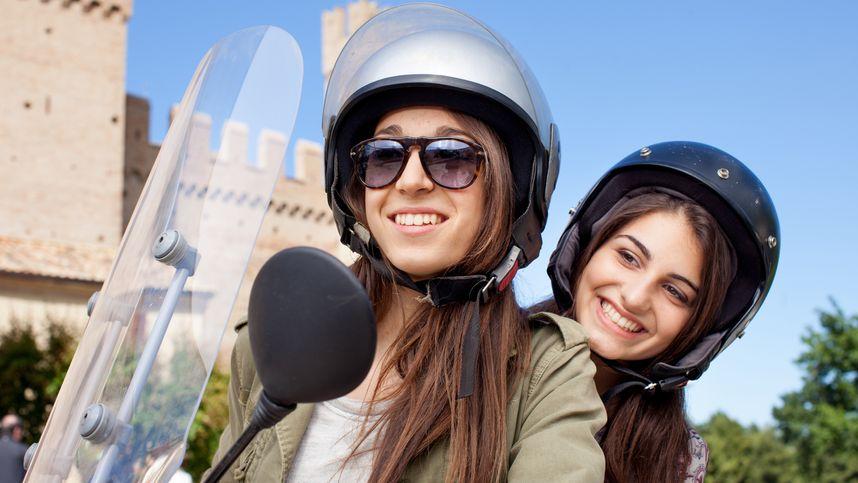 Vorsicht vor Regeln in Italien: Tiroler trug falschen Helm, Motorroller konfisziert