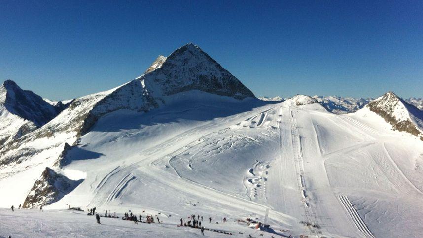 Skifahrer (45) stürzte am Hintertuxer Gletscher ca. 15 Meter in Gletscherspalte