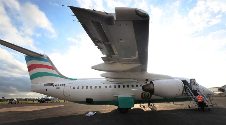 Die Maschine vom Typ British Aerospace 146 war gegen 22.15 Uhr Ortszeit wegen Problemen in der Elektrik bei Medellin gegen einen Berg gekracht.