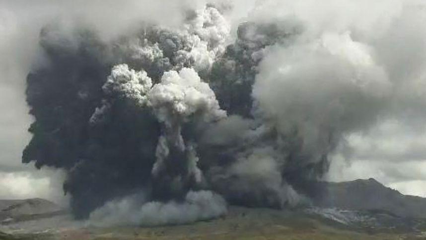 Vulkan in Japan ausgebrochen: Aschewolken bis auf 3500 Meter
