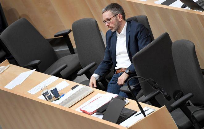 """""""Das einzige Ei, das der gackernde Haufen bis jetzt gelegt hat, ist die Steuerreform."""" ... FPÖ-Klubchef Herbert Kickl ist mit der türkis-grünen Bundesregierung unzufrieden."""