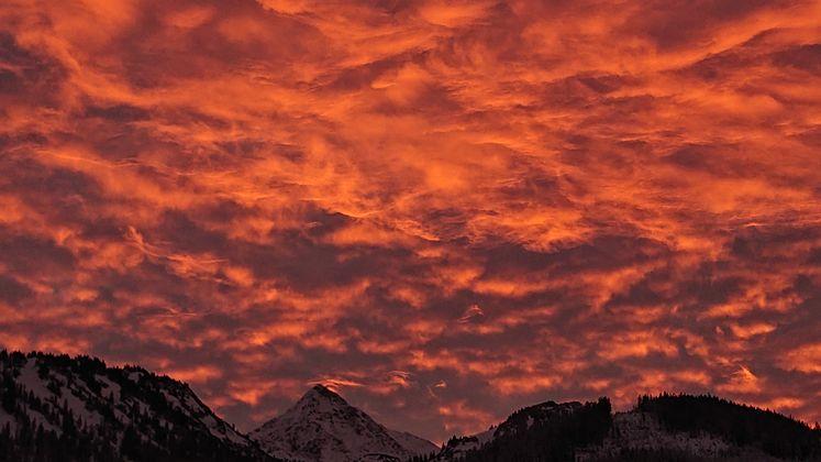 Der Himmel über Tannheimer Tal brennt.