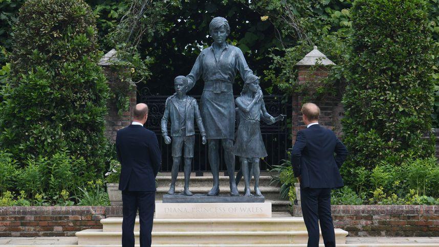 William und Harry enthüllten Statue von Prinzessin Diana in London