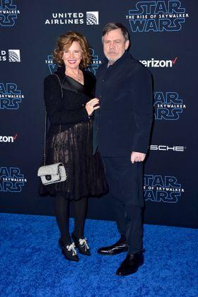 """Mark Hamill mit Ehefrau Marilou York bei der Weltpremiere des Kinofilms """"Star Wars: Episode IX – Der Aufstieg Skywalkers""""."""