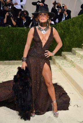 Jennifer Lopez überzeugte mit Cowboy-Hut und schwarzer Robe.