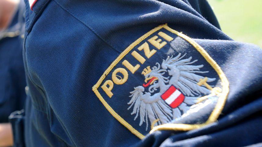 Lkw auf Parkplatz in Rum beschädigt: Polizei ersucht um Hinweise