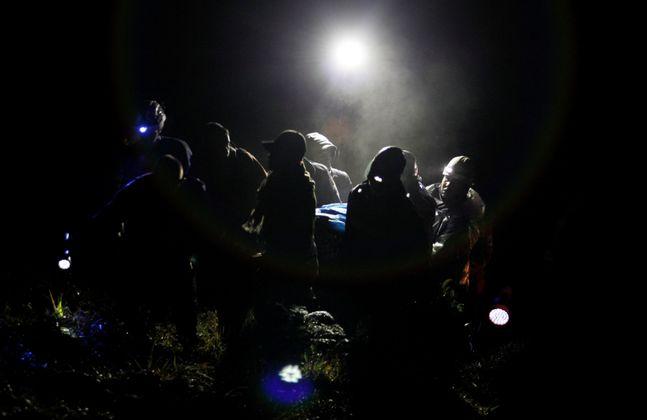Die Bergung der Überlebenden gestaltete sich ob der Dunkelheit und der Lage der Absturzstelle in den Bergen schwierig.