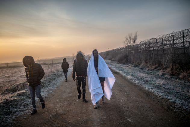 Nach UN-Angaben kamen bis Samstagabend bereits mindestens 13.000 Flüchtlinge zu der 212 Kilometer langen türkisch-griechischen Grenze.