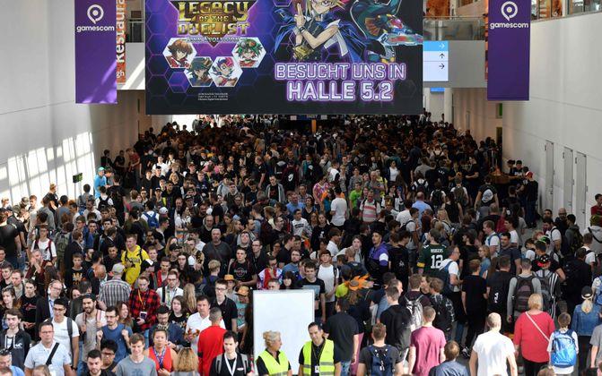 Tausende Gaming-Fans strömten am Mittwoch in die Hallen der Kölner Messe, um die Stände der Spiele-Entwickler auf der Gamescom 2019  zu begutachten.