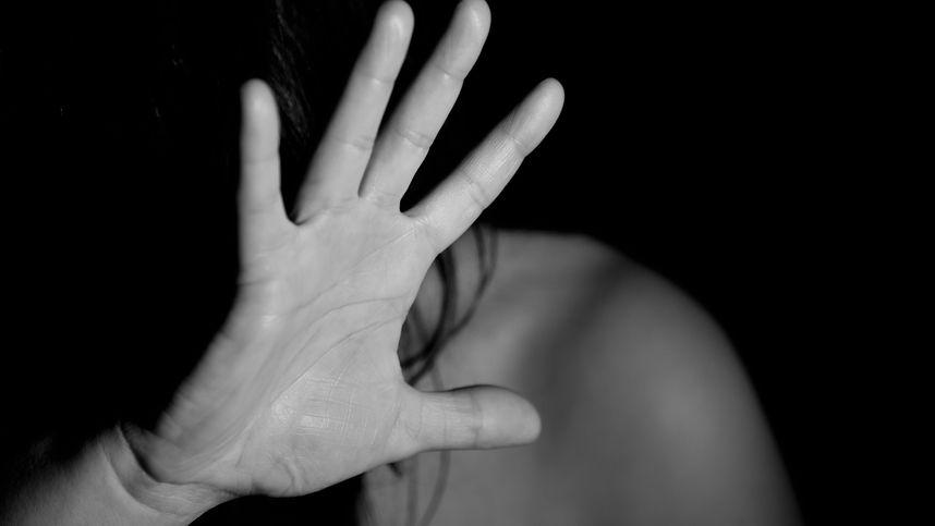 16-Jährige in Innbruck sexuell belästigt und von Mann mit Faust attackiert