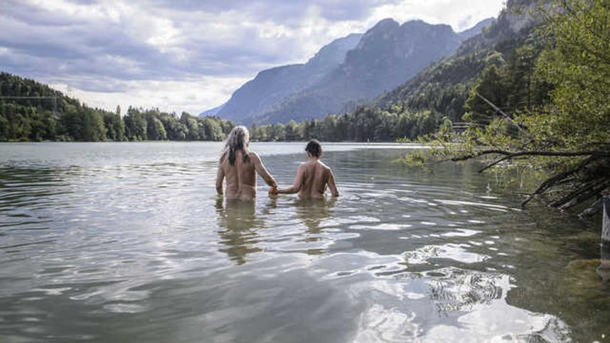 Fluss im nackt baden Baden ohne