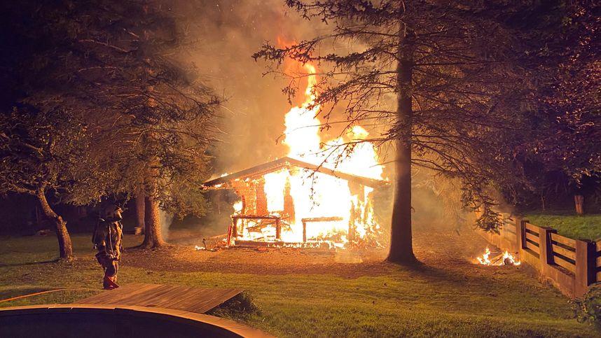 Gartenhaus in Jenbach geriet durch Kurzschluss in Brand
