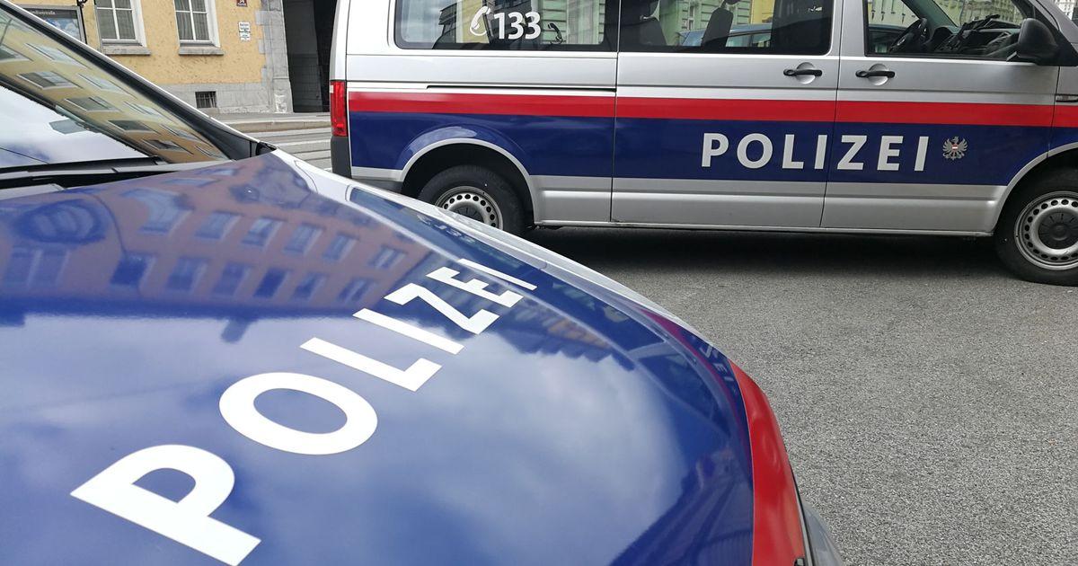 Unbekannter stahl in Kössen 81-jähriger Frau die