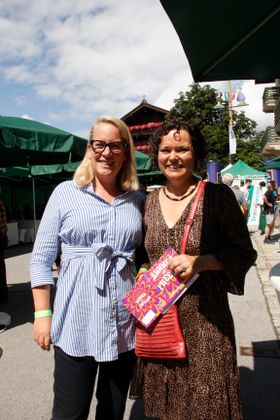 Machten beim TT-Café gemeinsam Werbung für die Kultur: Beatrix Mitterweissacher (links) und Birgit Neumayr-Schmutz.