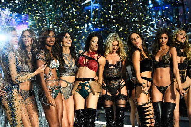 Victoria's Secret hat heuer seine Models erstmals in Paris auf den Laufsteg geschickt.